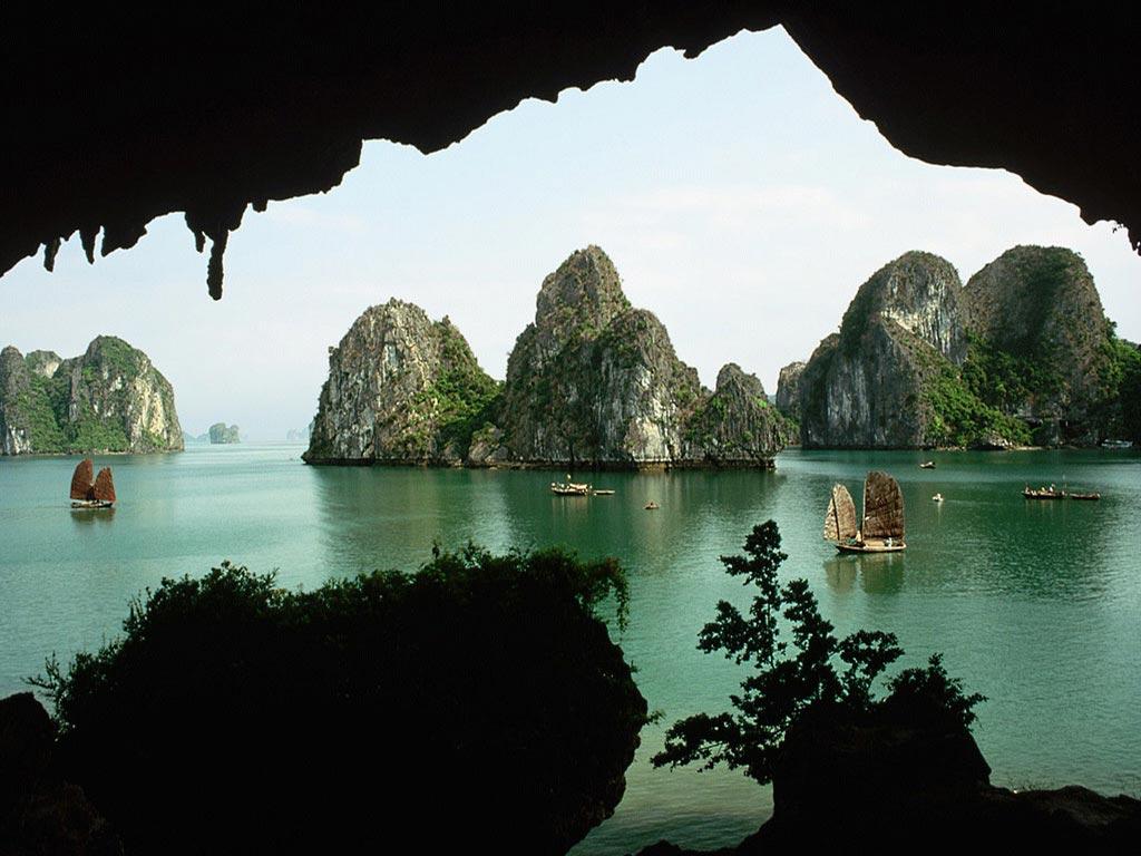 Halong Bay Legends Day Cruises - www.halongbaylegends.com